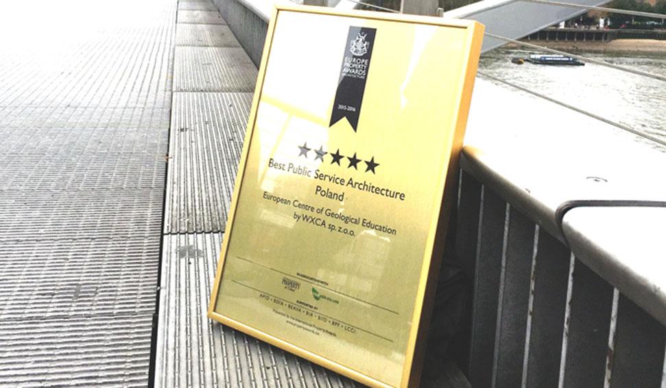Five star award for ECEG on Millenium Bridge